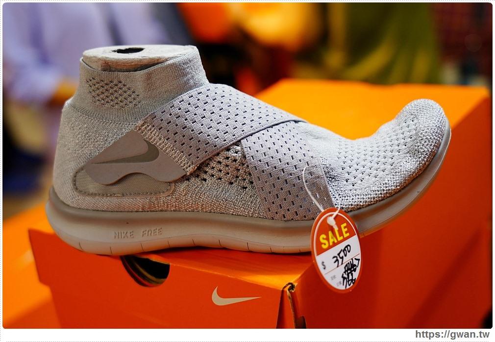 20200215141624 57 - 熱血採訪|全台獨家NIKE展示鞋清倉會在台中!人潮擠爆近200坪賣場,滿額還有星巴克買一送一