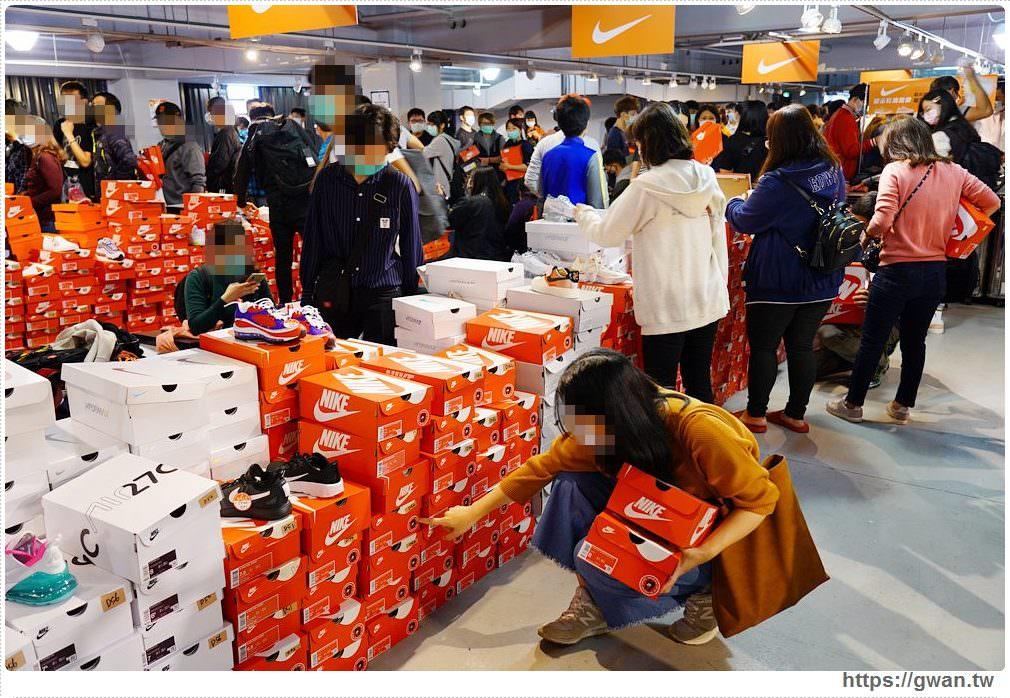 20200215141627 20 - 熱血採訪|全台獨家NIKE展示鞋清倉會在台中!人潮擠爆近200坪賣場,滿額還有星巴克買一送一