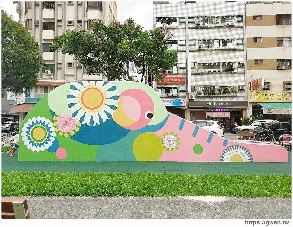 台中彩色大象溜滑梯就在興進綠園道,雙面造形超繽紛!