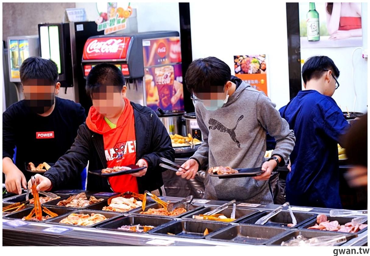 20201215213518 57 - 熱血採訪 台中韓式烤肉吃到飽!烤肉、熱湯、小菜任你吃最低只要369元,周年慶期間還免收服務費~