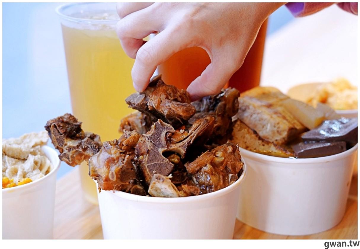 麻入口五種主餐任你裝到滿,排骨、鴨血、臭豆腐堆高高竟然只要79元!