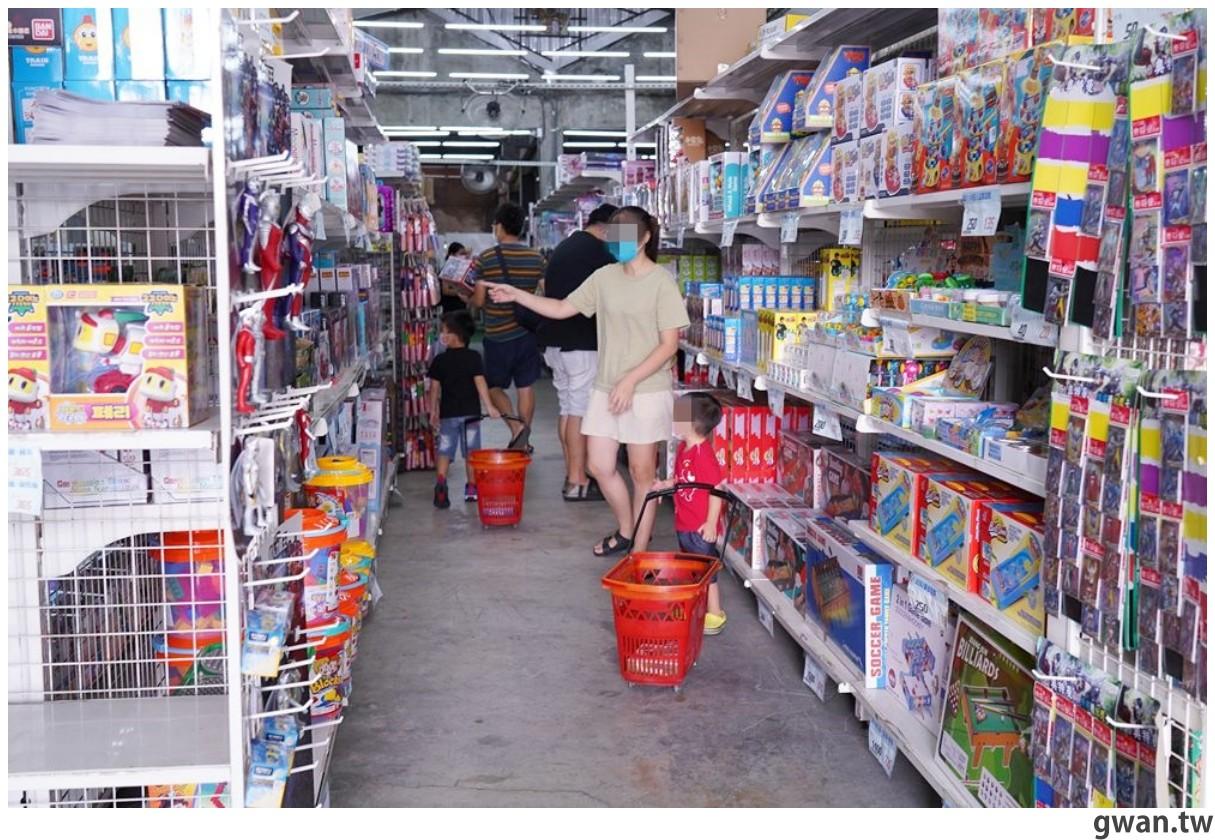 中部200坪玩具批發工廠,花鹿鹿玩具倉庫沒有低消、不需場地費,超多玩具逛到不想回家!