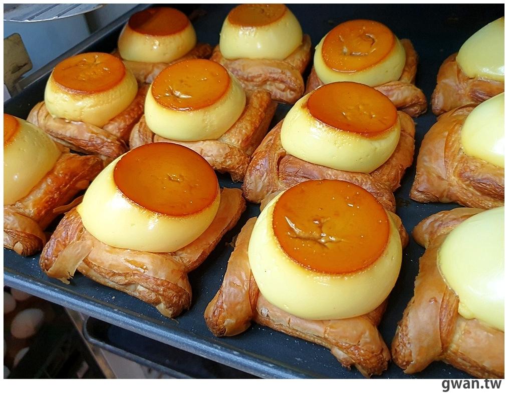 整顆手工布丁搭配丹麥麵包,台南超療癒的布丁麵包就在日子食作烘焙!