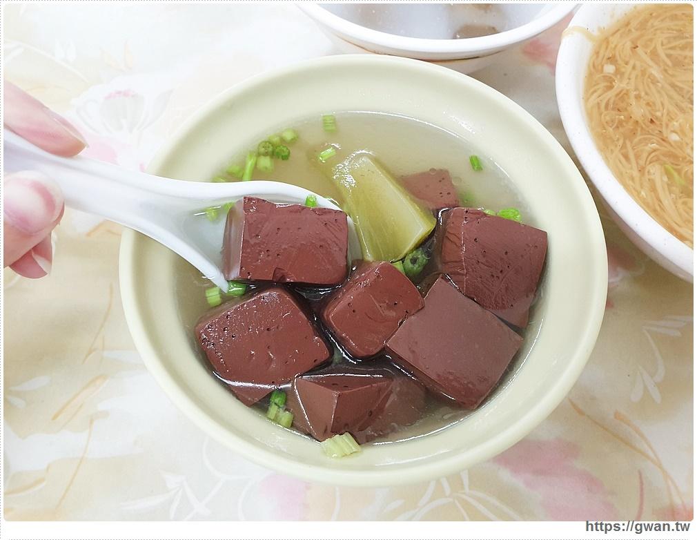 台中美食|藏在西服店裡的來來大腸麵線,有麵線、有肉圓,滿滿料的豬血湯只要20元!