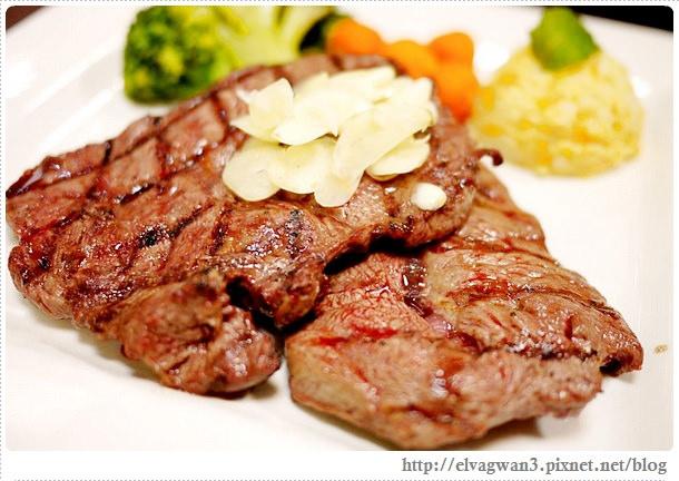 [板橋美食] 鐵牛原味碳烤牛排–美國CHOICE等級牛肉●宜蘭櫻桃鴨☆現點現烤☆不沾醬~品嚐牛肉的自然鮮味♪附餐必點洋蔥圈