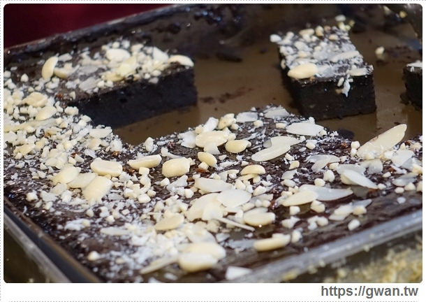 台中美食,夜市美食,馬莉娜蛋糕,俄羅斯蛋糕,夜市小吃,旱溪夜市,銅板美食,人氣美食,排隊美食,限量美食,手工蛋糕,甜點-22-258-1
